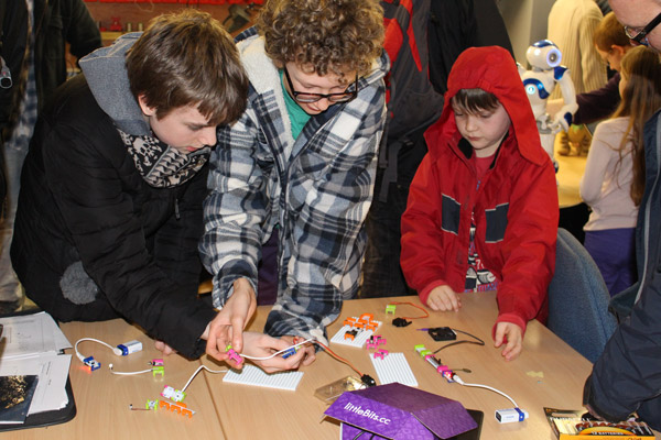 Playing-with-littleBits