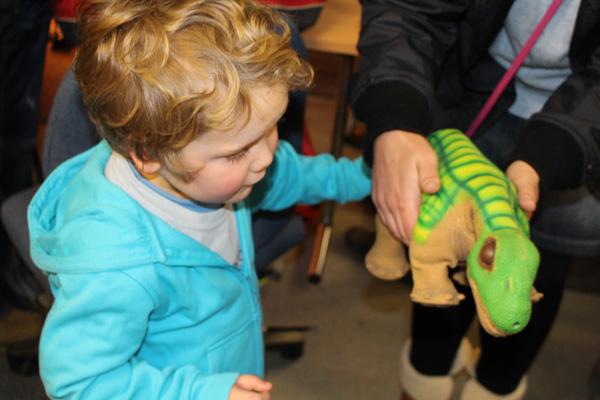 child-with-pleo